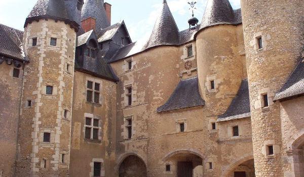 Chateau de Fougères proche du gite