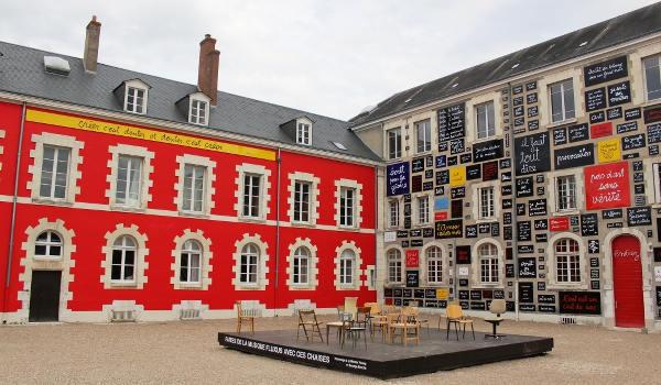 Le gite de groupe est à proximité de la fondation du doute à Blois