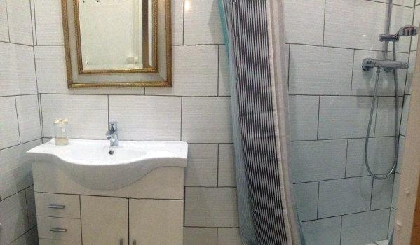 Le gite de groupe possède de nombreuses salles de douche