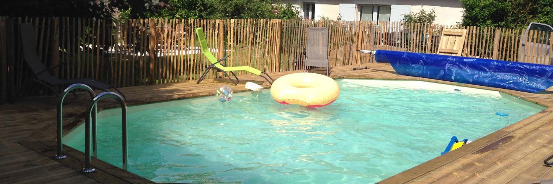 vue de la piscine chauffée du gite