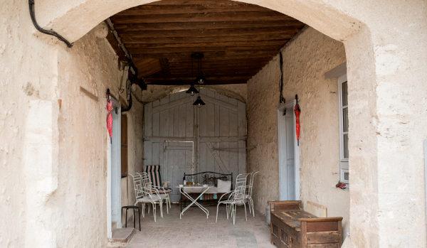 le porche pour les fumeurs et parties de tennis de table