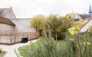 un grand jardin sans vis à vis pour se reposer au calme