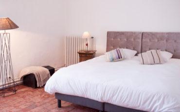 la chambre modulable pour les groupes avec des lits jumeaux