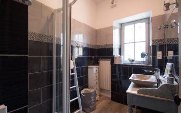 salle d'eau confortable pour les chambres